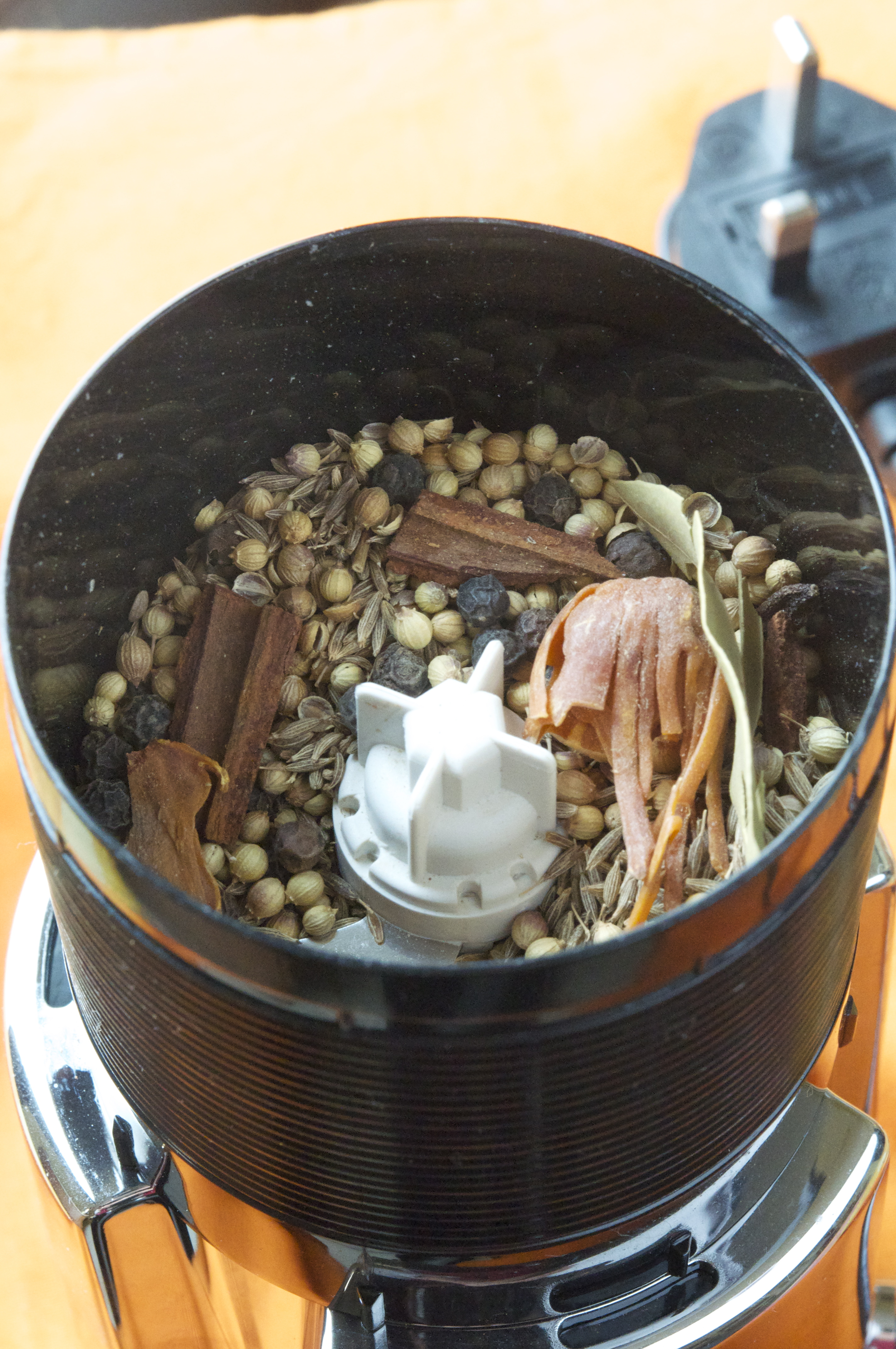 how to make garam masala food and tools