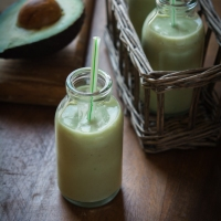 Healthy Avocado Smoothie with Cinnamon