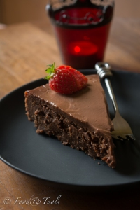 chocolte torte with strawberries