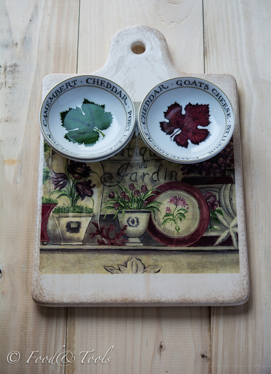 Chopping Board and Small Bowls