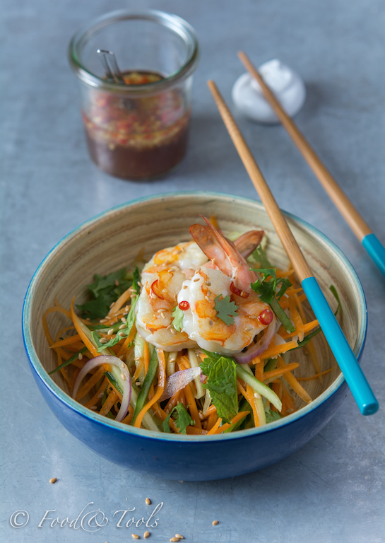 Asian Style Salad with Prawns and A Spicy Dressing-7842-4