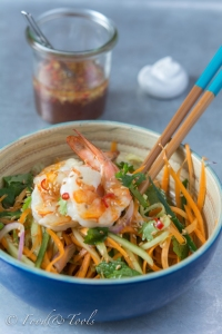 Asian Style Salad with Prawns and A Spicy Dressing-7863-4