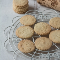 Bee Embossed Shortbread Biscuits