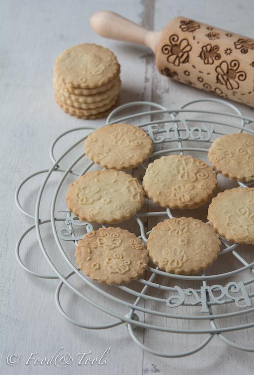 bee-embossed-shortbread-biscuits-4821