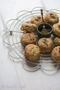 zaatar-scones-with-dried-tomatoes
